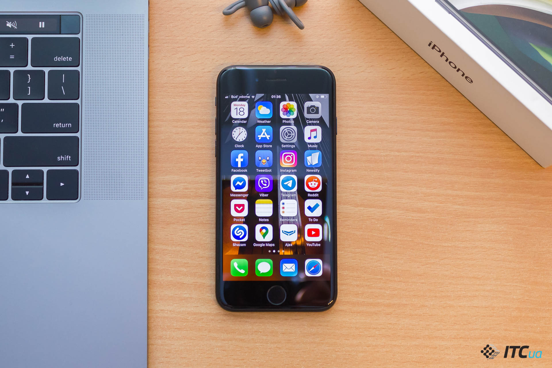 Review of the smartphone Apple iPhone SE (2020)